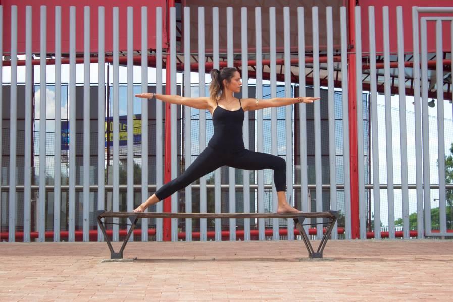 Imagen Video: cinco posturas de yoga para principiantes